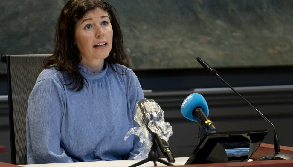 BER FOLK TA VAKSINE: Kommuneoverlege Katrine Haga Nesse oppfordrer de som har fått vaksine-invitasjon til å vaksine seg. Foto: Jan Kåre Ness / NTB