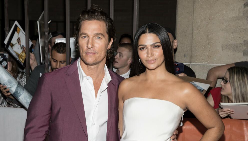 MÅTTE INNFINNE SEG: Skuespiller Matthew McConaughey ble pent nødt til å begynne å like fotball da han møtte kona Camila Alves i 2006. Foto: Eric Charbonneau / REX / NTB
