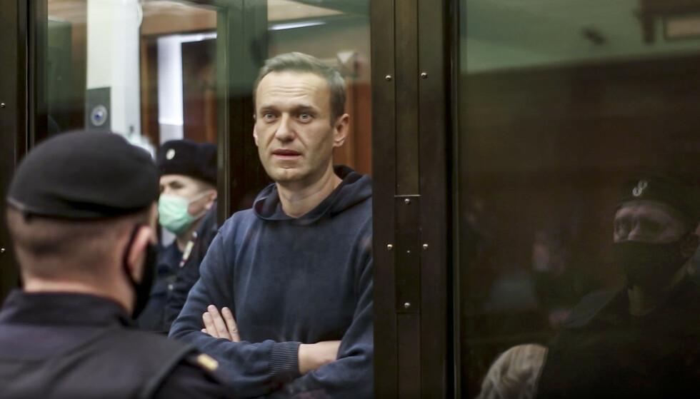 TREKKES FRAM: Den fengslede Putin-kritikeren Aleksej Navalnyj fortsetter å skape splid i Russland, og ekspert Jakub Godzimirski tror Ukraina-konflikten kan virke som en avledningsmanøver for regime i landet. Foto: Moscow City Court / AP / NTB