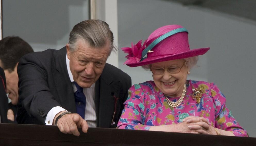 GODE VENNER: Gjennom sitt arbeid med hester utviklet sir Michael Oswald et nært vennskap med dronning Elizabeth. Foto: Tim Rooke/REX/NTB