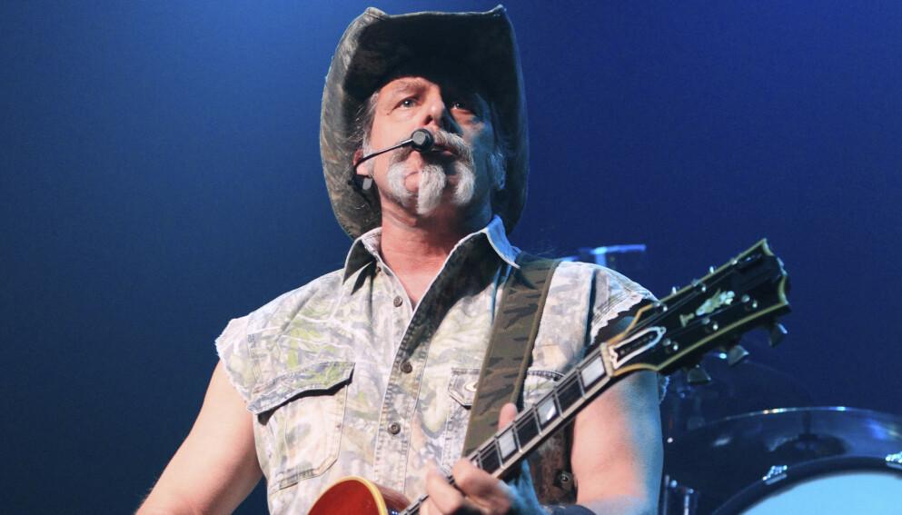 POSITIV: Den amerikanske rockestjerna Ted Nugent har fått påvist covid-19. For bare noen måneder siden kalte han pandemien en svindel. Foto: NTB