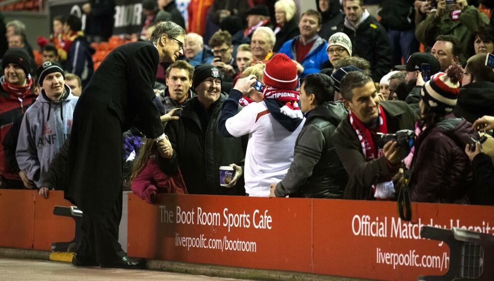 I HARDT VÆR: Liverpool-eier John W. Henry hilser på Liverpool-fansen. Han får massiv kritikk for håndteringen rundt Super League. Foto: Paul Greenwood/BPI/REX/NTB