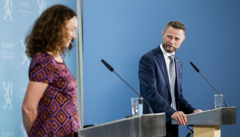 BER OM REVURDERING: Helse- og omsorgsdepartementet bekreftet onsdag overfor Dagbladet at de har bedt FHI om nye vurderinger av vaksinestrategien. Foto: Berit Roald / NTB