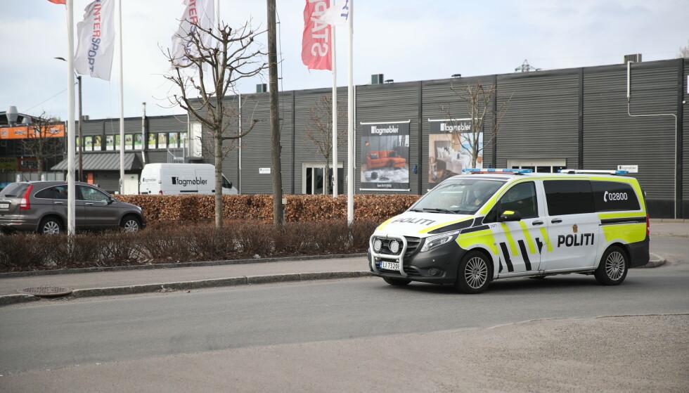 ETTERFORSKER: Politiet etterforsker drapet, og har etterlyst vitner. Foto: Bjørn Langsem / Dagbladet