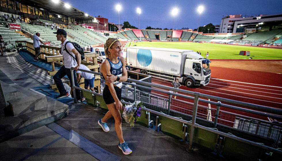 KLAR OVER RISIKO: Therese Johaug sier hun er klar over skaderisikoen ved piggsko på friidrettsbanen. Her med normale løpesko under Impossible Games i fjor. Foto: Bjørn Langsem / Dagbladet