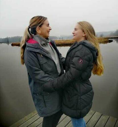 SØSTRE?: Ifølge Lotte er det mange som tror at hun og moren er enten søstre eller venninner. Foto: Privat