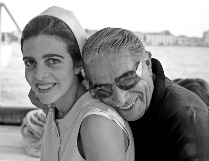 ENEARVING: Christina Onassis arvet rundt én milliard dollar da faren (t.h.) døde. Foto: Harry Fox / REX / NTB