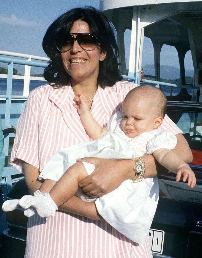 DØDE: I 1988 ble Christina Onassis funnet død i et badekar etter et hjerteinfarkt. Da var Athina tre år gammel. Her avbildet i 1985, tre år før dødsfallet. Foto: J K Press / REX / NTB