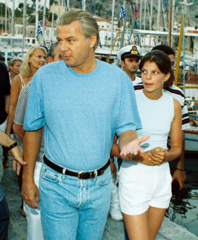 SAKSØKT: 17 år gammel saksøker Athina faren sin, fordi hun ønsker å få tilbake arven. Her i Hellas i 1998. Foto: P. Anastasselis / REX / NTB