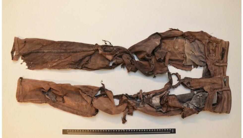BUKSER: Den døde kvinnen hadde på seg disse buksene da hun ble funnet. Foto: Politiet