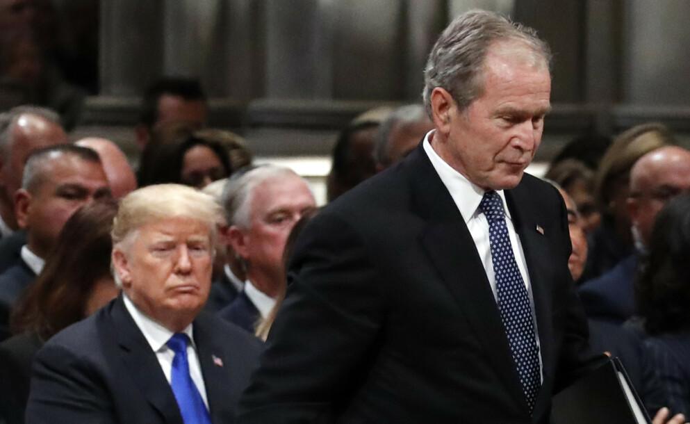 IKKE VENNER: De to tidligere republikanske presidentene Donald Trump og George W. Bush har ikke et veldig nært forhold. Foto: AP Photo/Alex Brandon, Pool