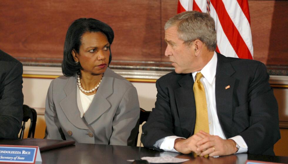 Nauwe relatie: voormalig president George W. Bush met toenmalig staatssecretaris Condoleezza Rice in 2007. Foto: Ron Sacks / Rex