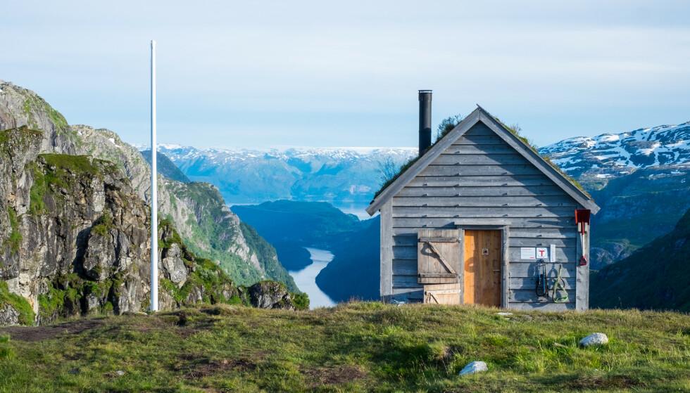 DER INGEN SKULLE TRU: I Norge kan du bo billig i mange spektakulære hytter du kanskje ikke visste fantes. Foto: John Petter Nordbø