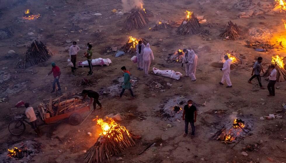 SPRENGT KAPASITET: Så langt er det registrert 16,9 millioner smittetilfeller og 192 310 coronarelaterte dødsfall i India, som har nærmere 1,4 milliarder innbyggere. Sykehuskapasiteten er nå sprengt i flere av av landets delstater. Foto: Danish Siddiqui / Reuters / NTB