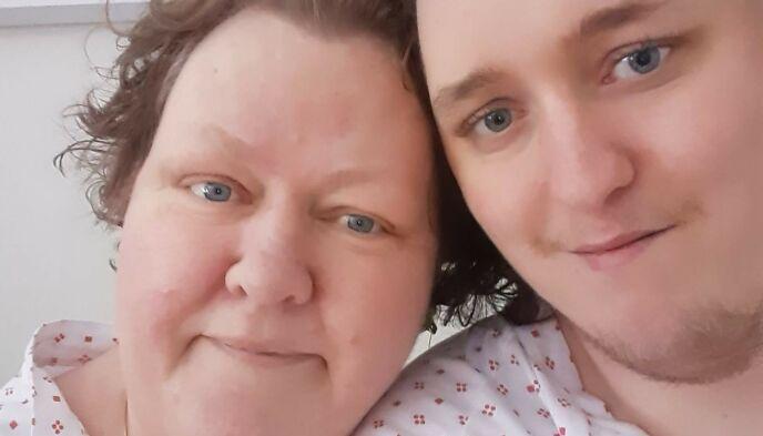 MOR OG SØNN: Tove Anette og Simen fikk være på samme rom på sykehuset. Foto: Privat