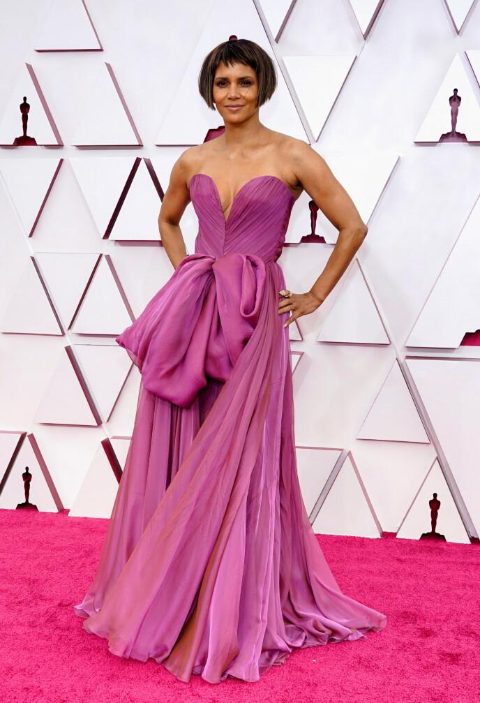 FORANDRING FRYDER: Skuespiller Halle Berrys nye sveis har blitt en snakkis etter nattens Oscar-utdeling. Foto: Reuters / NTB
