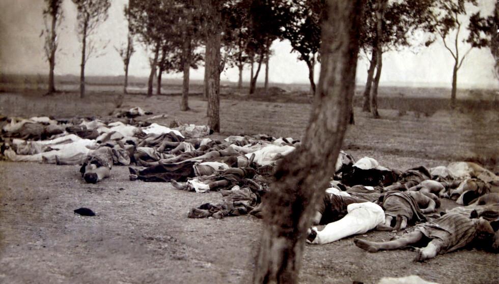 FOLKEMORD: Døde armenere av sykdom og sult fra byen Van. De ble tvunget ut på dødsmarsjer i 1915. Foto: AP / NTB