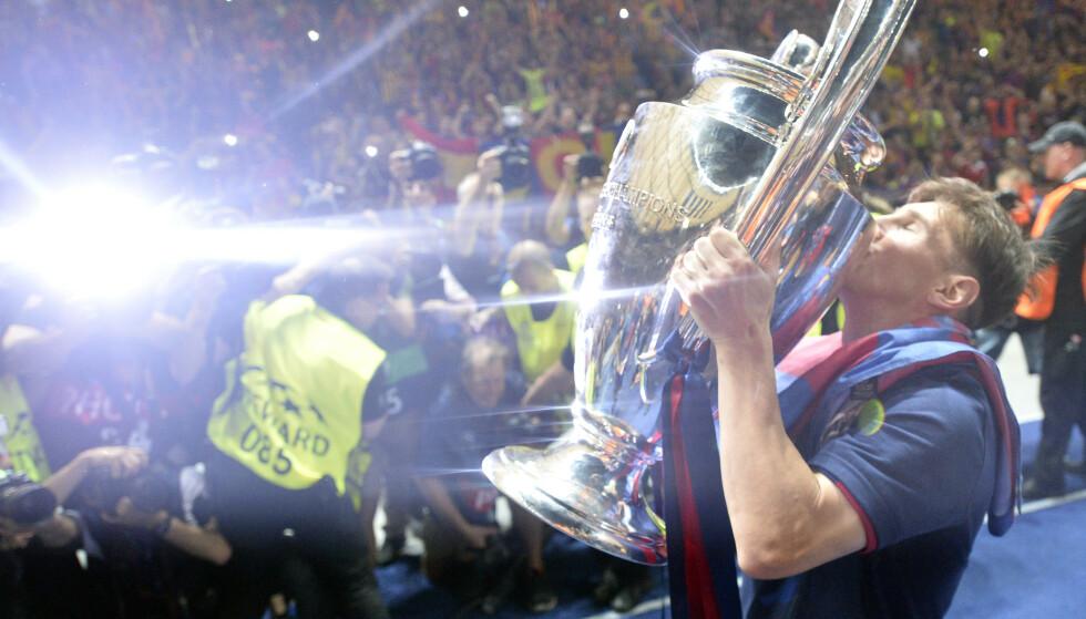 Tempi felici: la superstar del Barcellona Lionel Messi ha ritirato il trofeo dopo aver vinto la Champions League 2015. Foto: AP