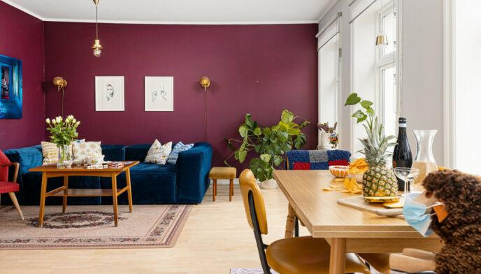 SELGER: Trine Lise Olsen er klar for nye eventyr utenfor Oslo. Her er stua i leiligheten på Vålerenga. Foto: Lasse Lerdahl / Privatmegleren