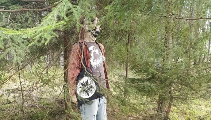 KAN SKREMME: Først da Morten Sletten kom tettere på, innså han at det var en dukke som de hadde sett i skogen. Foto: Privat