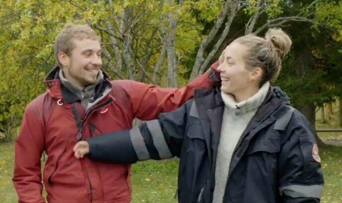 GOD TONE: Isak og Victoria har begge fortalt tidligere at de fikk en god tone under innspilling. Foto: NRK