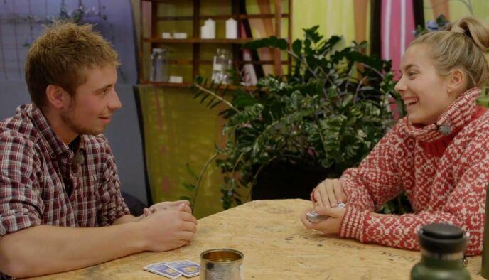 MER ENN VENNER?: Både Isak og Victoria er forholdsvis ordknapp om relasjonen i dag, men vil gjerne treffe hverandre igjen. Foto: NRK