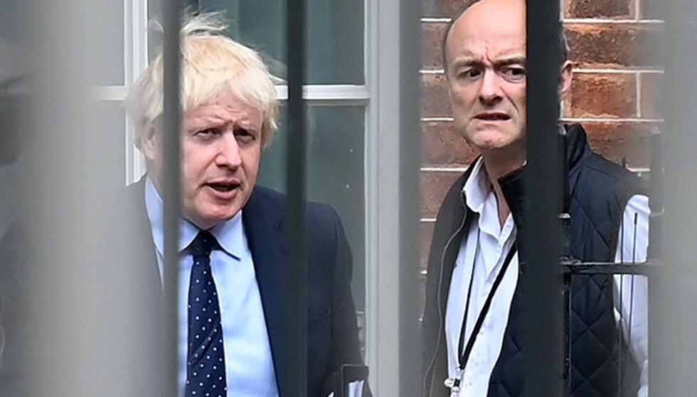 VINNNERLAG: Statsminister Boris Johnson og hans strategiske rådgiver, Dominic Cummings, dengang de to sammen styrte statsministerens kontor i London. Nå er det åpent fiendskap dem imellom. Foto: DANIEL LEAL-OLIVAS / AFP / NTB