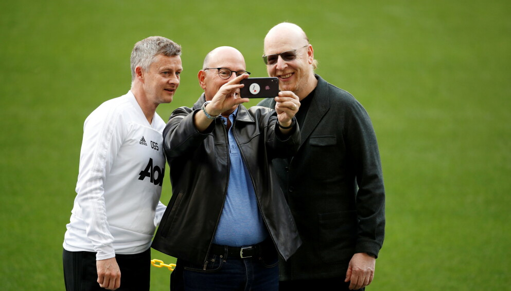 SUPER LEAGUE-FORSØK: Ole Gunnar Solskjær sammen med Manchester United-eierne Joel og Avram Glazer i april 2019. Reuters/Carl Recine/File Photo