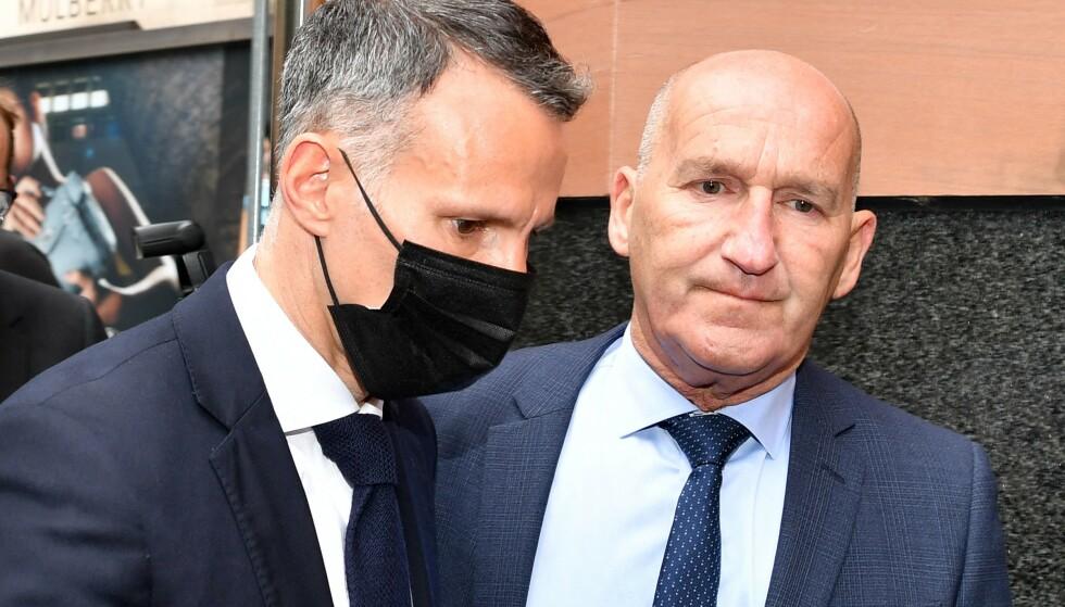 MØTTE I RETTEN: Ryan Giggs ankommer retten i Manchester med svart munnbind. Foto: NTB