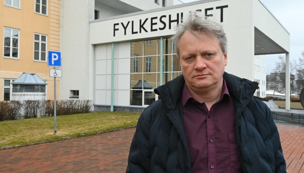 ØNSKER KLAR TALE: Fylkesordfører Ivar B. Prestbakkmo (Sp) advarer mot vingling i spørsmålet om oppløsning av Troms og Finnmark. Det vil bare føre til økt usikkerhet. Foto: Troms og Finnmark fylkeskommune