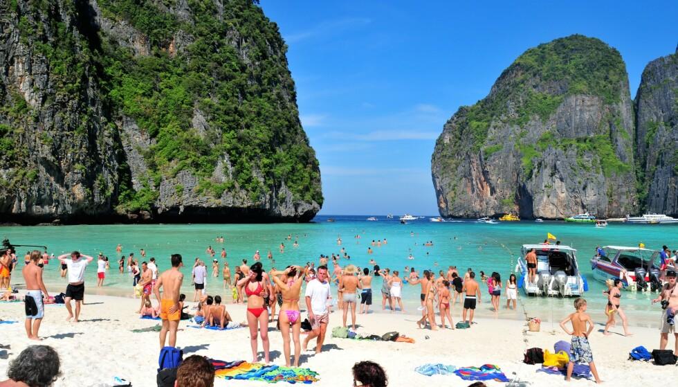 ØKENDE SMITTE: Smittetrykket i Thailand øker kraftig. Flere krever nå at landet innfører fullstendig nedstengning. Illustrasjonsbilde fra Maya Bay. Foto: Shutterstock / NTB