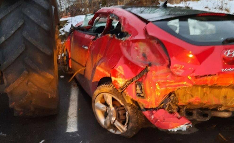 TOTALVRAK: Slik så Grethas bil ut etter den voldsomme krasjen. Foto: Privat