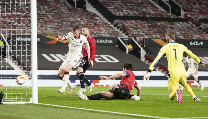 1-2: Edin Dzeko setter inn ledelse til Roma før hvilen. Foto: Jon Super/AP/NTB