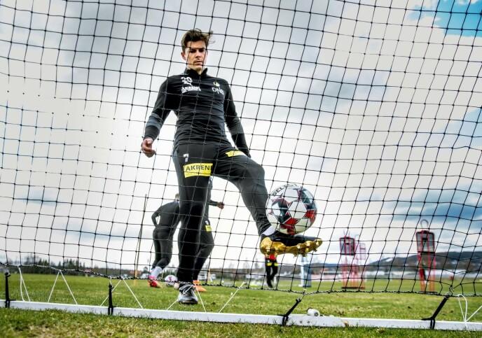 TELLER NED: Pål André Helland gleder seg til å spille foran Kanari-Fansen. Foto: Bjørn Langsem