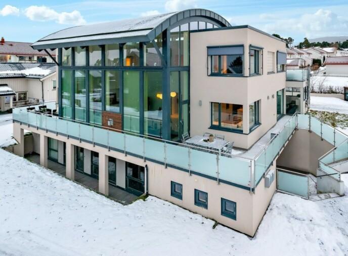 PALASS: Det solgte huset er en såkalt funkisbolig fra 2007. Foto: EiendomsMegler 1