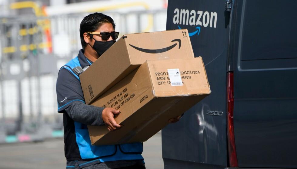 KJEMPER MOT ORGANISERING: Amazon er kjent for å slå tilbake alle forsøk på organisering blant selskapets ansatte. Foto: Patrick T. Fallon / AFP