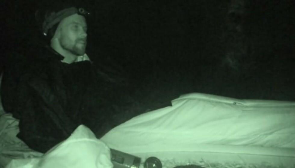 TRØTT: Morten Hegseth forsøkte så godt han kunne å holde seg våken. Foto: TV 2