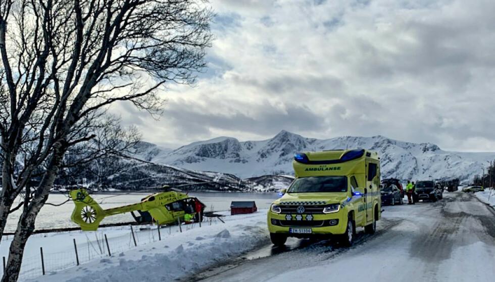LETEAKSJON: Flere helikoptre var involvert i aksjonen i Lyngen i Troms. Aksjonen er nå avsluttet. Foto: Anne Merete Mikkelsen