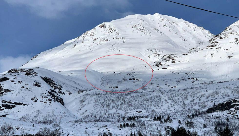 HER GIKK SKREDET: Snøskred i Lyngen gikk ned fjellet Sofiatinden i Lyngen. To mennesker er bekreftet omkommet. Foto: Anne Merete Mikkelsen