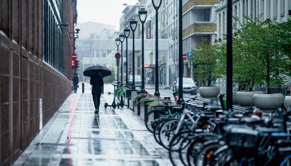 GRÅVÆR: Det blir mye regn Østafjells neste uke. Foto: Stian Lysberg Solum / NTB