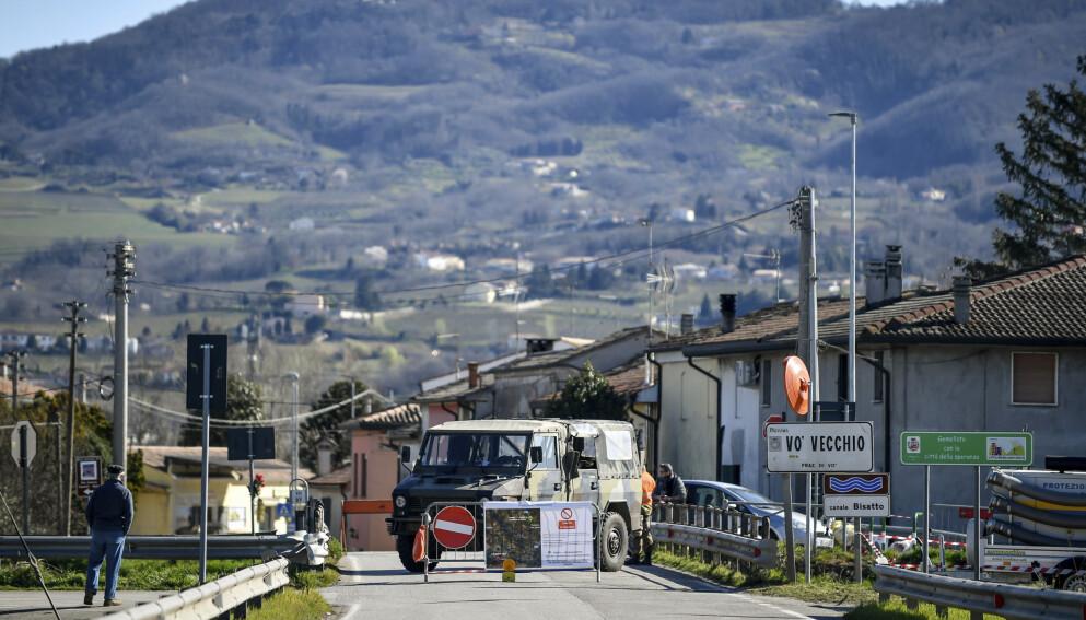 ISOLERT: Den italienske byen Vo ble isolert etter et smitteutbrudd i februar i fjor. Foto: Claudio Fulan / LaPresse via AP / NTB