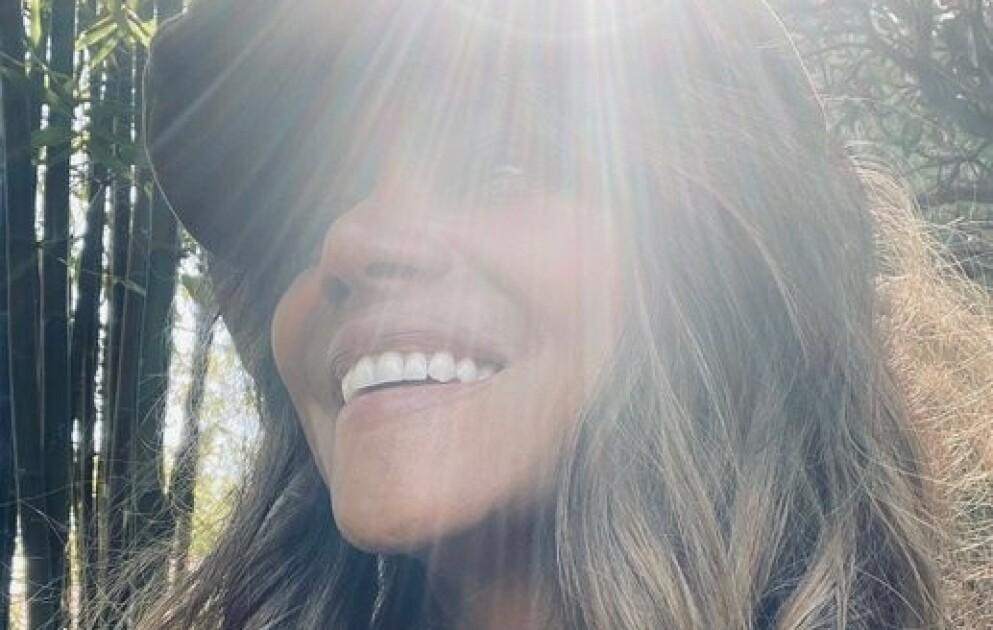SPØK: Skuespiller Halle Berrys korte frisyre under Oscar-utdelingen ble hyppig diskutert blant fans og følgere i sosiale medier. Nå viser det seg at hun ikke klippet av seg de lange lokkene likevel. Foto: Skjermdump fra Twitter