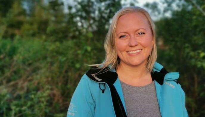 ØNSKER ENDRING: Lise Enger håper folk kan bli bevisst på hvordan forsøpling påvirker naturen. Foto: Sig Atle Stensvold