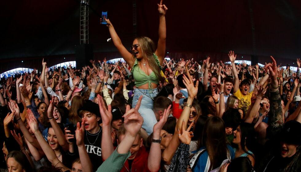 SOM FØR PANDEMIEN: Publikum fikk oppleve en endagsfestival uten smittevernregler. Foto: NTB