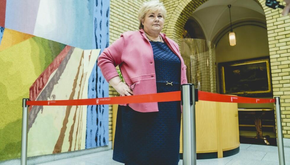 BEGRENSET RELEVANS: Statsminister Erna Solberg ser ingen grunn til å forandre norsk oljepolitikk i Arktis. Foto: Stian Lysberg Solum / NTB