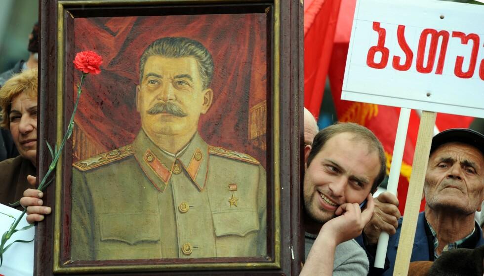 STALIN: Her feires Josef Stalin i Tbilisi, Georgia, i mai 2015. Foto: NTB / AFP PHOTO / VANO SHLAMOV