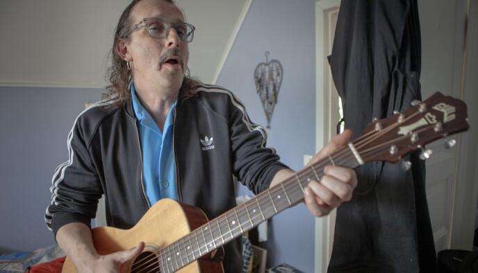 GAMMEL ROCKER: Sammen med bandet Smittebærerne har den tidligere We-rockeren gitt ut låta «Postcorona stresslidelse». - Det kommer mer rock, og mer tv - følg med, sier Felberg. Foto: Anders Grønneberg