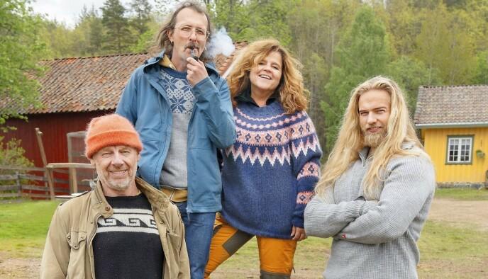 PÅ «FARMEN»: Bybønder i det fri: Espen Thoresen (fra venstre), Thomas Felberg, Signy Fardal og Lasse Matberg i «Farmen Kjendis». Foto: Aller