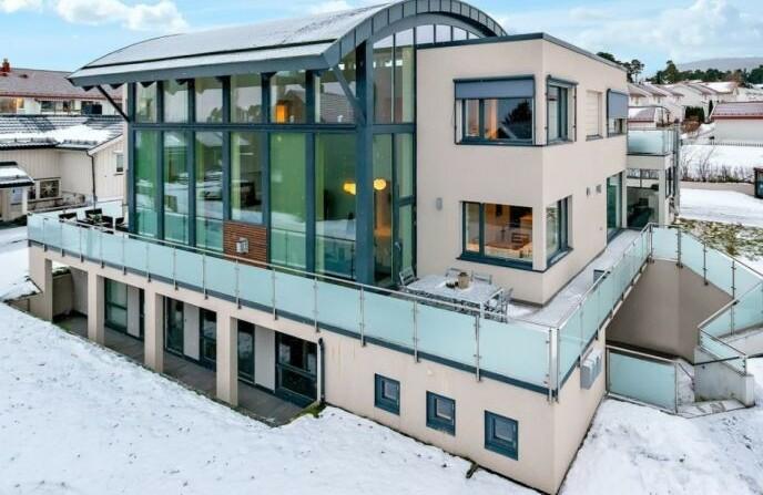PALASS: Nicklas Bendtner bodde i dette huset i Trondheim da han spilte i Rosenborg. Foto: EiendomsMegler 1
