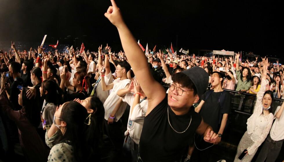TETTPAKKET: Den populære festivalen i Wuhan ble godt besøkt også i år. Foto: Tingshu Wang / Reuters / NTB
